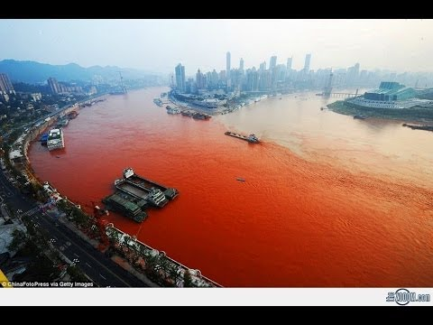 OFFICIALS BAFFLED AS CHINA'S YANGTZE RIVER MYSTERIOUSLY TURNS BLOOD RED! (Sept 7, 2012)