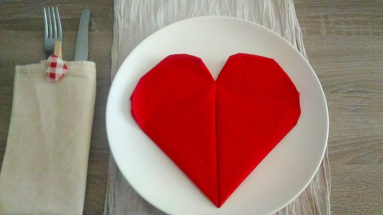 Tovaglioli A Cuore.Come Piegare Un Tovagliolo A Forma Di Cuore Heart Shaped Napkin