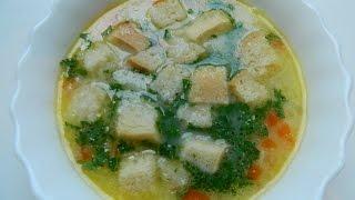 Первые блюда: суп с курицей, плавленным сыром, сухариками и зеленым горошком
