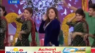 Check out Sanam Chaudhry's Dance on Baari Barsi Song