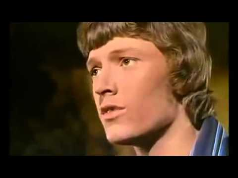 15y old Steve Winwood - Nobody knows you when you're down and out