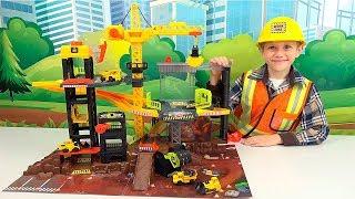 Строительная БАЗА для детей с КРАНОМ и Рабочими машинами. Даник играет в строителя