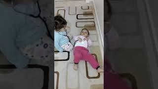 Tatlı İkizler doktor-hasta rolünde 😃