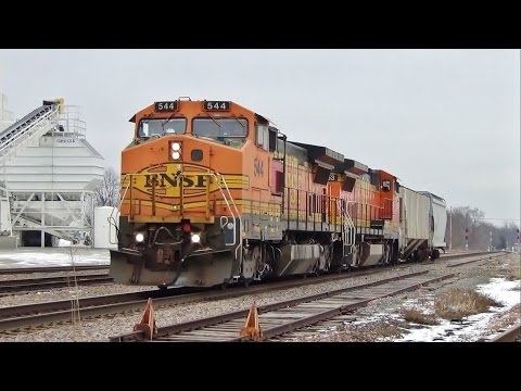BNSF Dash 8-40BWs Power Local Freight, Albia, IA 1/9/17