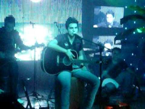 Luan Santana canta Here Without You (3 Doors Down)