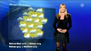 : v2Movie : Junge sexy Wetter-Moderatorin im Mini und HigHeels