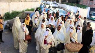 Des femmes militent pour le retour du haïk