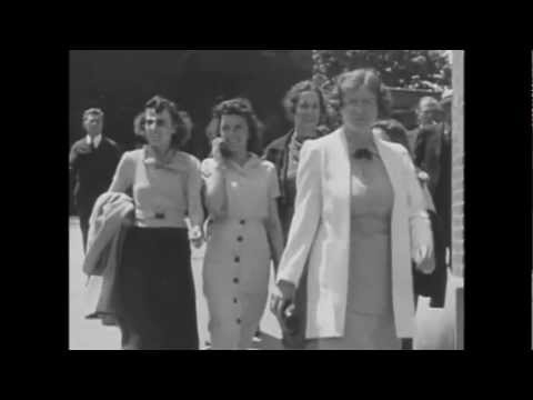 Time Travelers in 1928 and 1938 film caught talking on a cell phone streaming vf