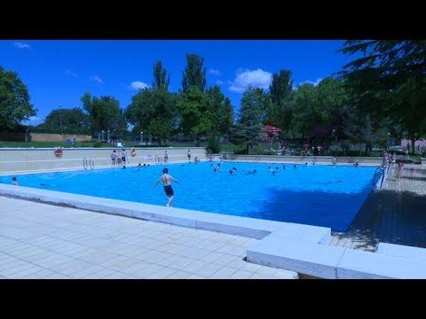 Las piscinas municipales abren sus puertas youtube for Piscinas cubiertas municipales madrid