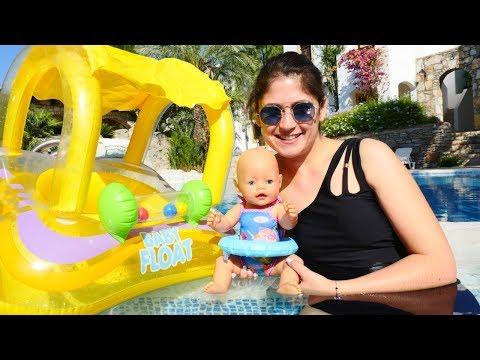 Ayşe ve Gül havuza yüzmeye gidiyorlar! Kız oyunu! indir