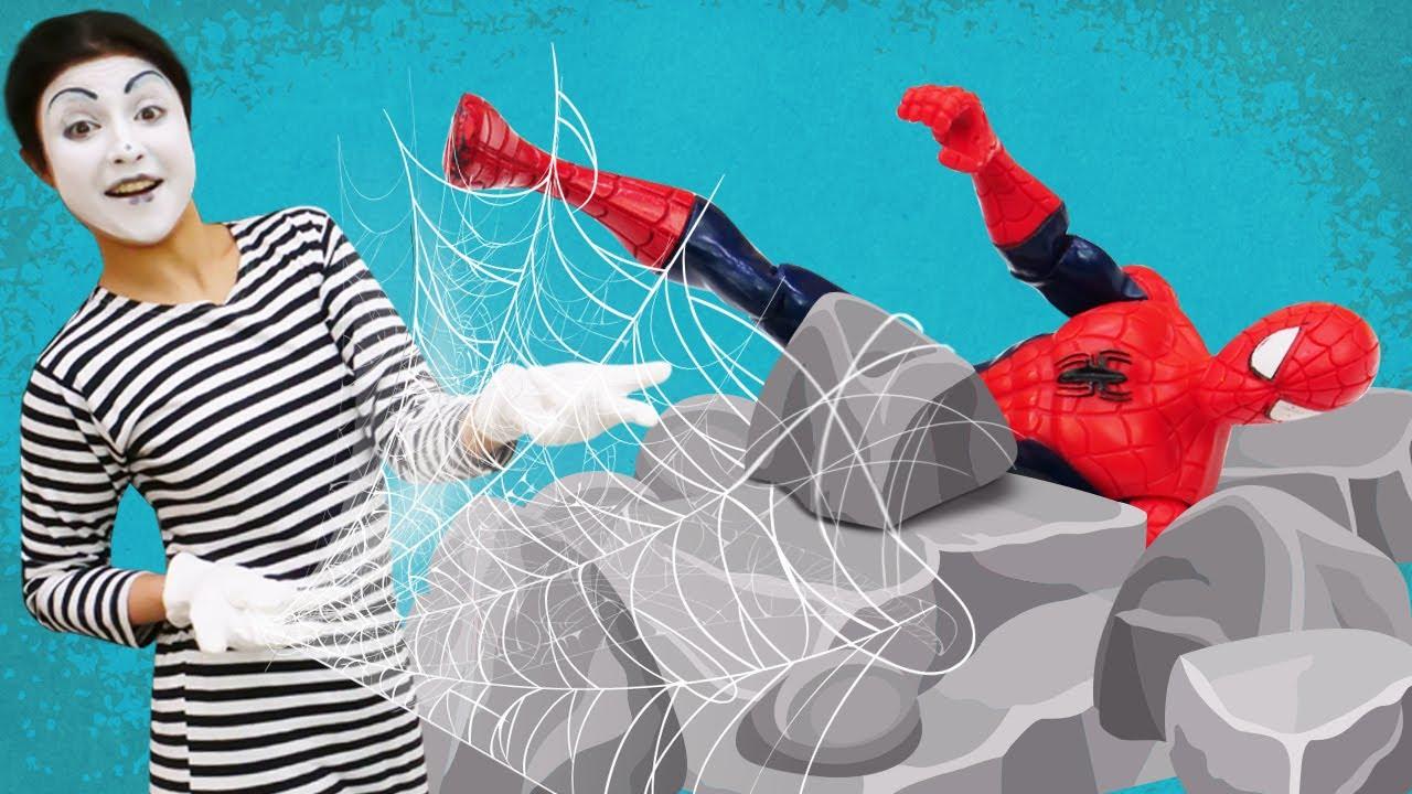 A palhaça ganhou os super-poderes do Homem-Aranha! Bonecos de ação para crianças
