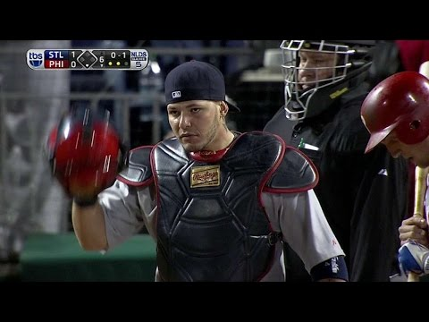 2011 NLDS Gm5: Molina fires to nab Utley at second