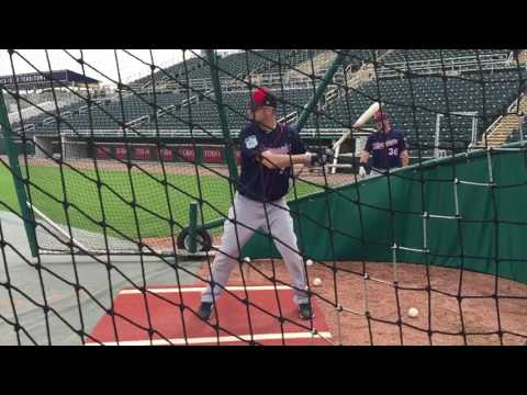 Slo-mo look at Joe Mauer