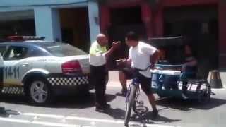 Mujer Cachetea y Desarman a Policia En DF Mexico