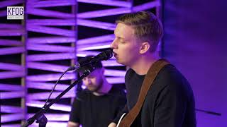 """KFOG Private Concert: George Ezra - """"Hold My Girl"""" Video"""