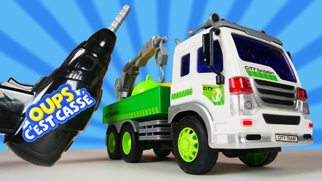 Le camion-poubelle est cassé! Vidéo en français sur la réparation de voitures pour garçons.