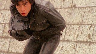 アパートの一室で爆弾を作っているとのタレ込みを受けた松田、巽両刑事...