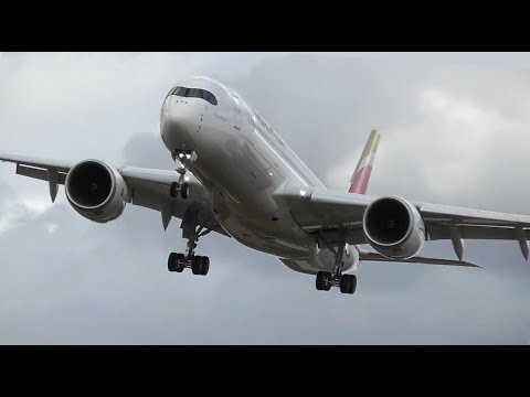 Смотреть Crosswind landings at London Heathrow Airport, RW27L | 28-07-18 онлайн