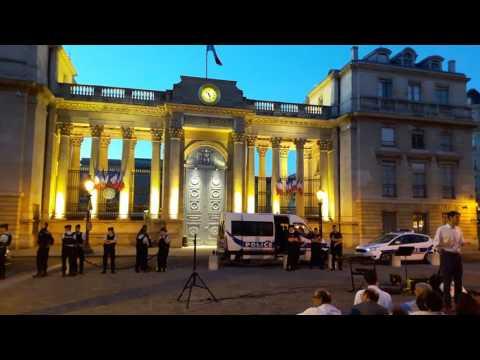 Les veilleurs à l'Assemblée Nationale. Paris/France - 24 juin 2017