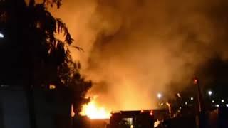 شجار وحريق كبير في مخيم للاجئين بجزيرة ساموس اليونانية