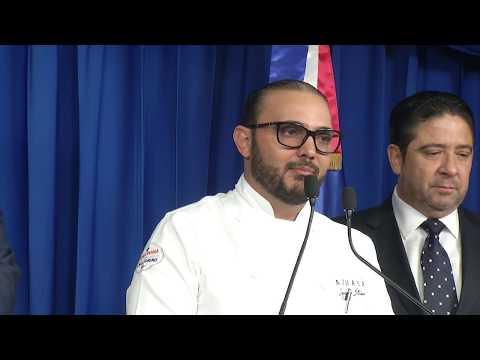 Presidente Danilo Medina recibe en Palacio Nacional a directivos Academia Dominicana de Gastronomía y ADERES