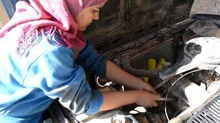 أنا الشاهد: فتاة من صعيد مصر تعمل في ميكانيكا السيارات