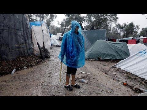 شاهد: مهاجرون يصارعون قساوة البرد في أوحال وأمطار مخيم ليسبوس اليوناني…  - نشر قبل 5 ساعة