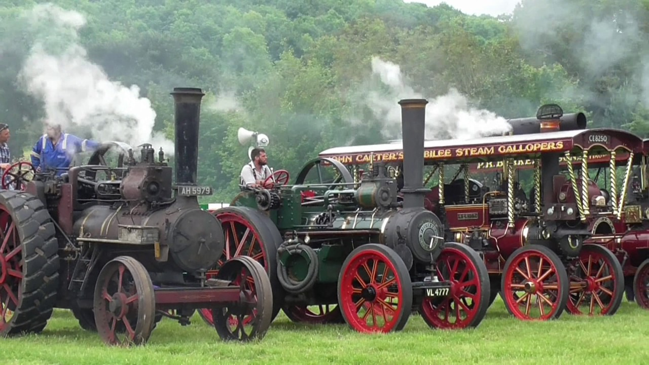 Grand parade of traction engines, Wiltshire steam & vintage rally ...
