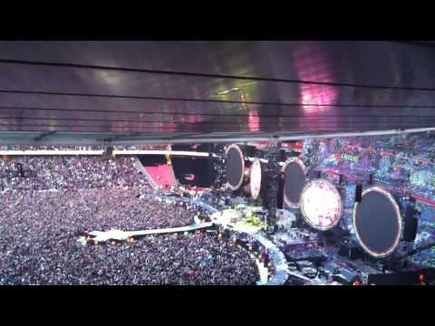 Coldplay Yellow live Emirates stadium