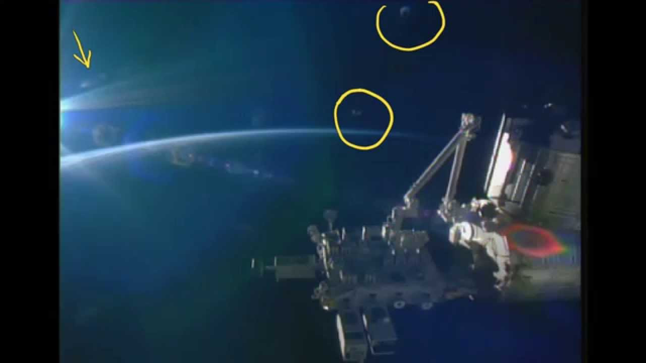 3 UFOs Appear 1 shoot's off fast! Nasa cuts of live STREAM ...