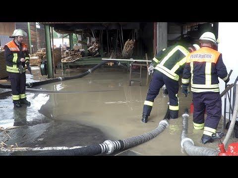 Hochwasser Rhön -  Sägewerk Tann überflutet - Feuerwehr im Einsatz
