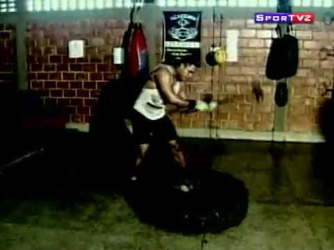 Preparação Física no Boxe e MMA: exercício de marretar pneu