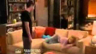 ماذا يفعل الرجل عندما يجد زوجته نائمة في الصاله.mp4