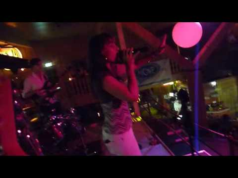 move-to-the-groove!-live-im-haslinger-hof-i-will-survive-gloria-gaynor-cover-hermes-house-band