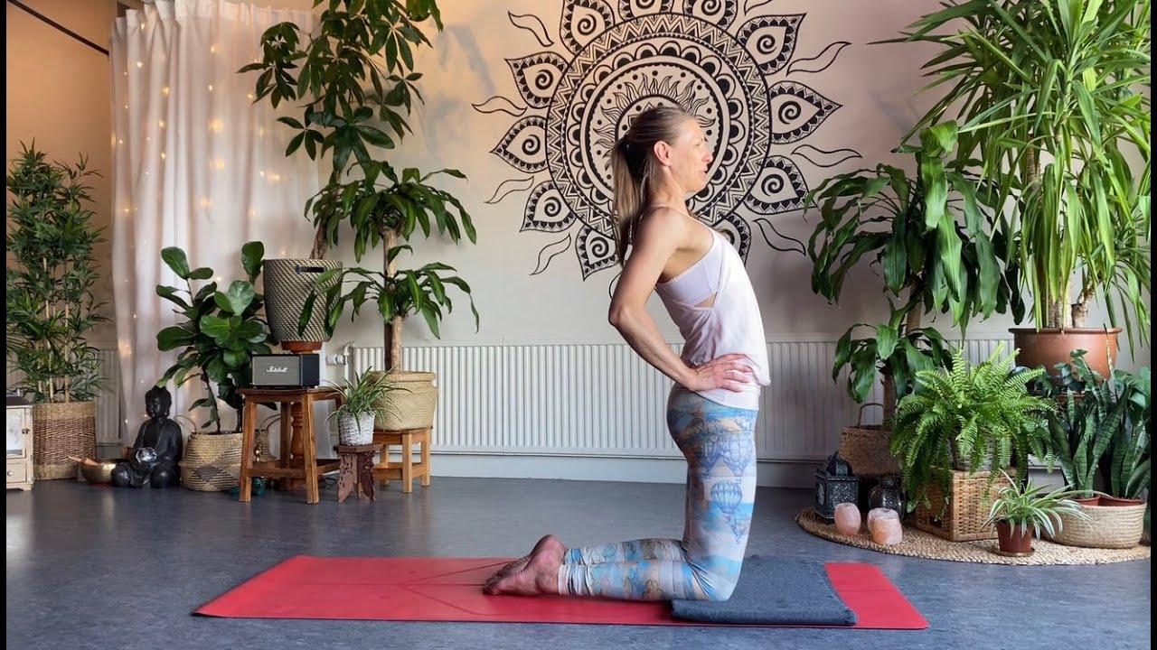 Yoga för nybörjare - förenkla kamelen! Steg för steg utan smärta.
