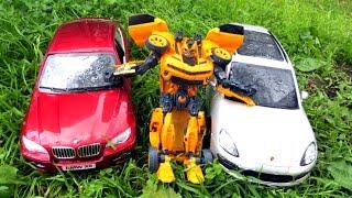 Машинки в грязи и Трансформер. Мойка машин из водяной пушки(Смотрите наше видео с игрушечными машинками. Прошел дождь и две машинки Порше и БМВ решили покататься по..., 2016-08-05T03:00:01.000Z)
