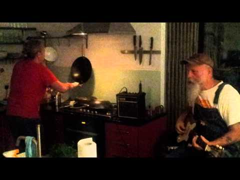 Seasick Steve and Crazy Dan - Kitchen Music