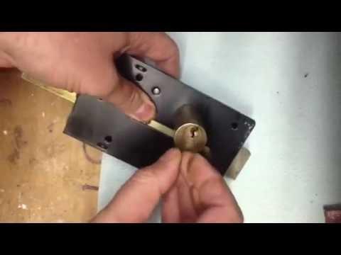 Come cambiare un cilindro di una serratura doovi for Estrarre chiave rotta da cilindro