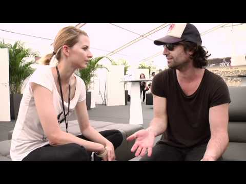 Pete Yorn im Interview mit Eva Padberg - bei Rock Am Ring 2011