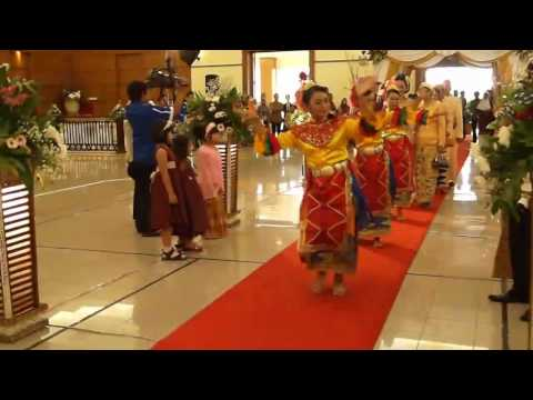Typical Betawi Wedding - Entering of the Bride