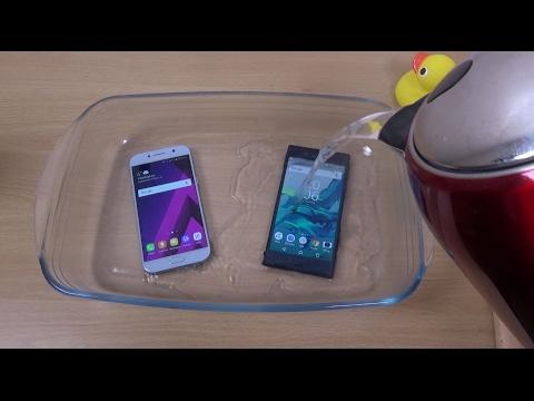 Samsung Galaxy A5 2017 vs Xperia XZ 100 °C Boiling Hot Water Test!