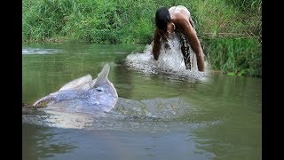 Primitive Technology-Eating delicious-hungry men find food in jungle - Eating stingray And Cooking
