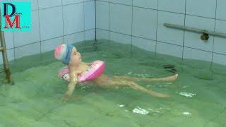 Урок плавания в бассейне детского садика