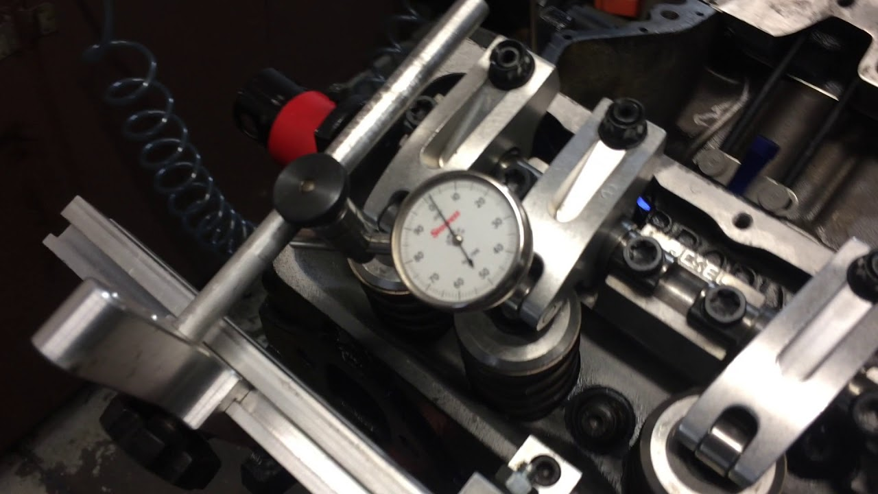 Accurate valve lash adjustment with Cam Correct tool