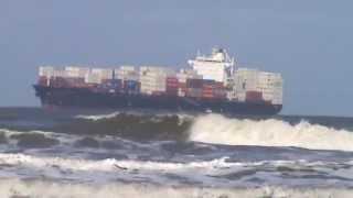 Navio Yokohama chegando durante ressaca ao Porto de Santos