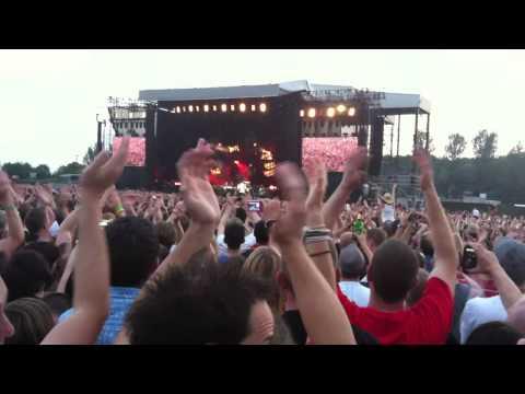 Foo Fighters - Walk @ Milton Keynes National Bowl 2nd July 2011