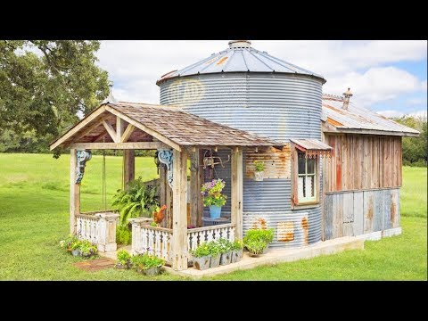 texas-grain-silo-converted-into-an-adorable-guesthouse-|-living-design-for-a-tiny-house
