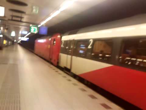 Going out of E-Loc 186 114 + Intercity direct @ Schiphol/Amsterdam Airport Railroad Station