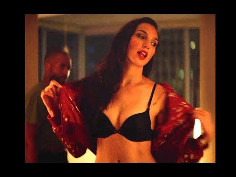 Gal Gadot hot Images and Gal Gadot Sexy Wallpapers (In Bikini Also)