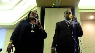Upendo Nkone in USA aelezea kwa nini alitunga wimbo mwambie yesu ktk kanisa la Pastor Donis Nkone